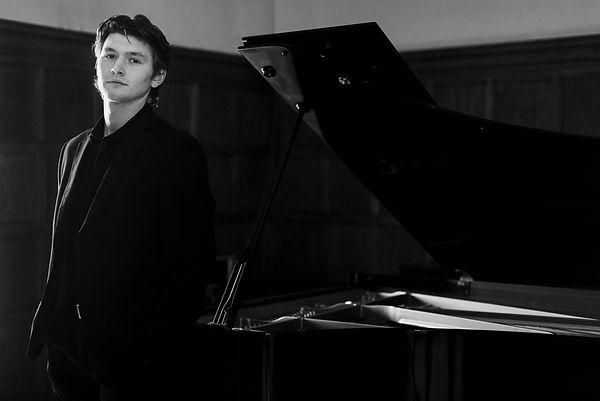Harry-piano-web7.jpg