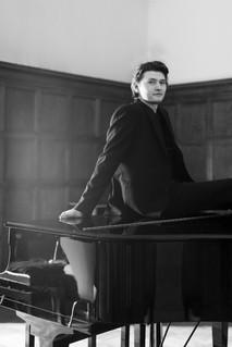 Harry-piano-web19.jpg