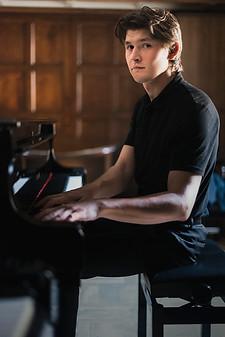 Harry-piano-web25.jpg