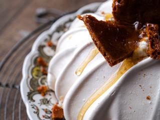 Pavlova met honeycomb