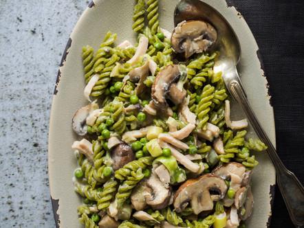 Erwten Fusilli, gekookte kip en kastanjechampignons