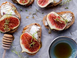 Brood met geitenkaas en vijgen