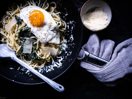Spaghetti met spinazie en spiegelei