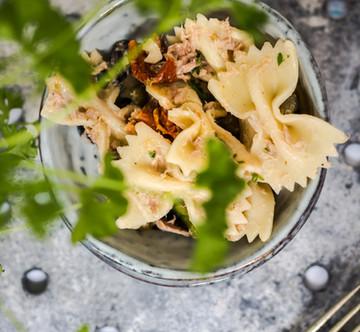 Zomerse pasta salade met tonijn