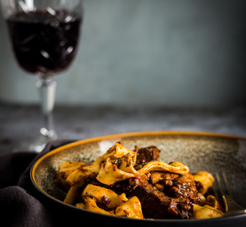 Rundvlees in rode wijn met pappardelle