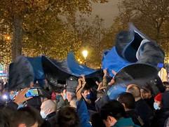 Violences policières contre les migrants à Paris, place de la République