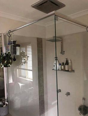 Unique Semi-frameless Shower