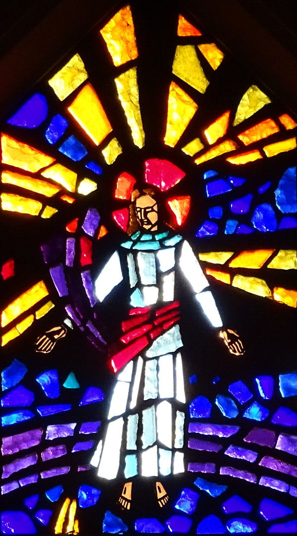 11_Ascended_Christ_arrayed_in_Glory_stai