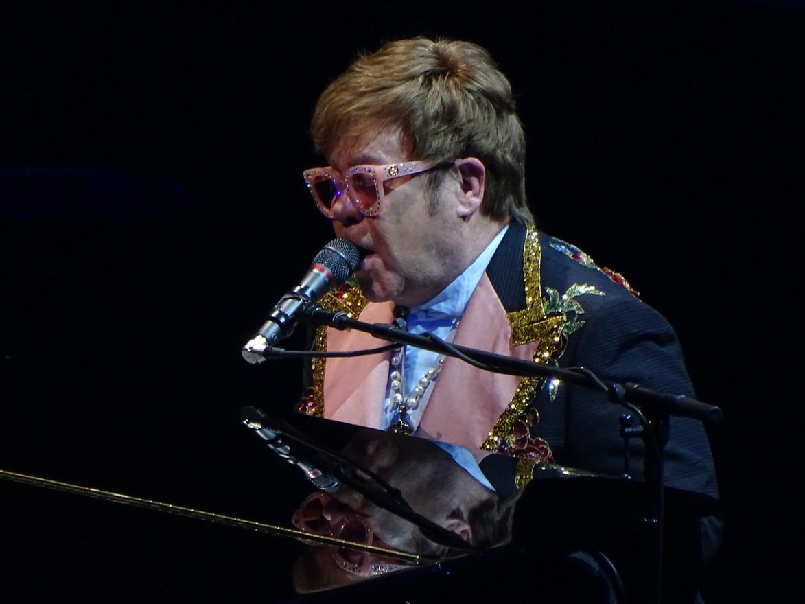 Elton Singing