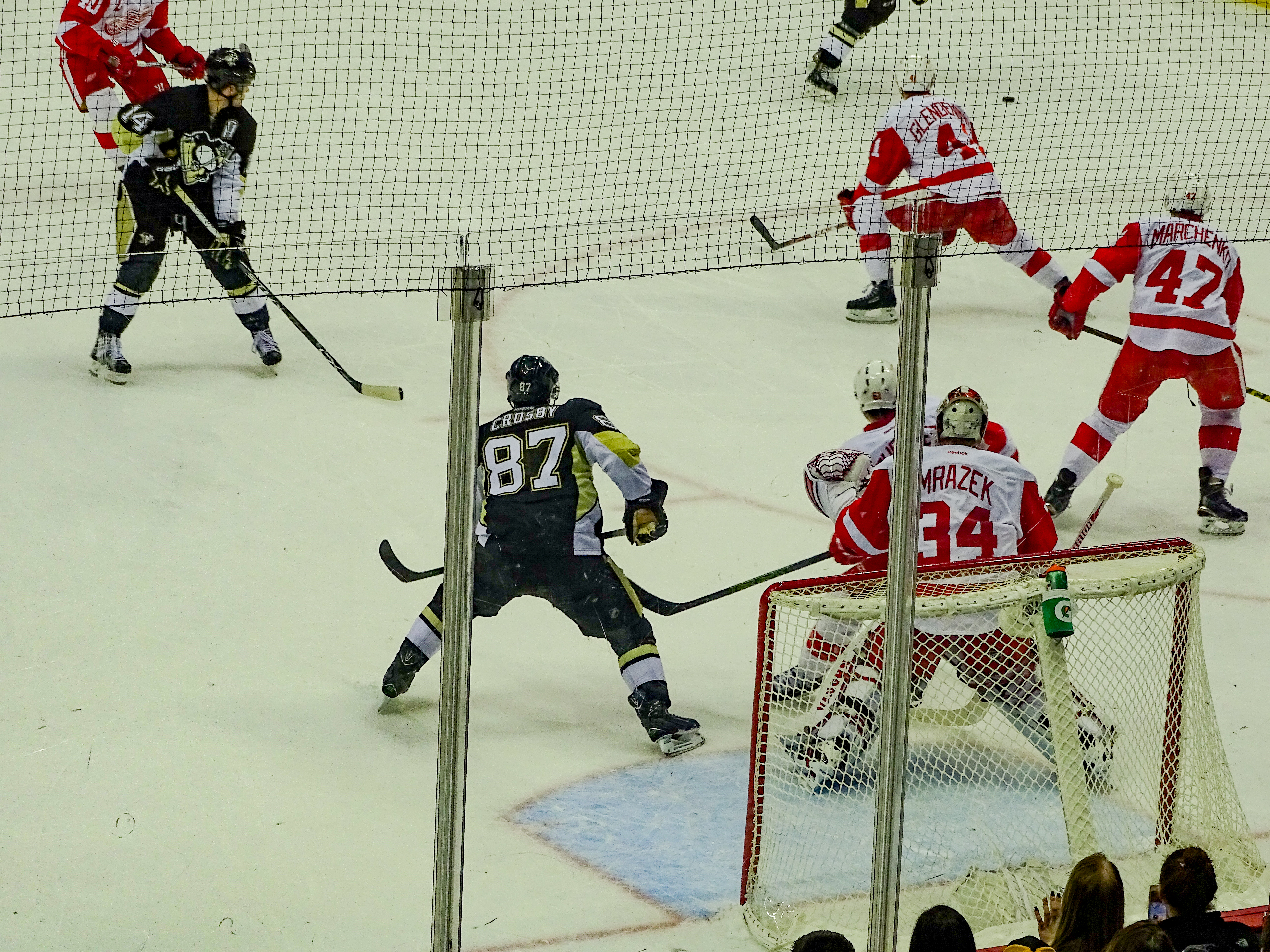 Sidney_Crosby_waits_on_shot_in_front_of_