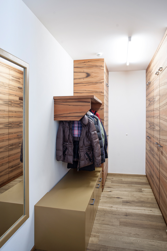 Schrank + Garderobe