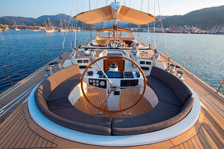 Sailing yacht SAVARONA .jpg