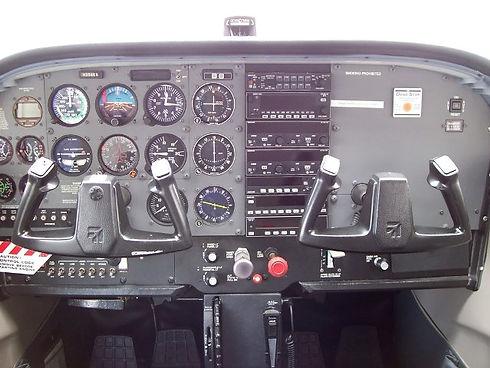 c172_interior_large.jpg