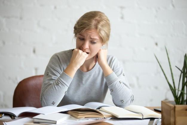 mulher-com-transtorno-obsessivo-compulsivo