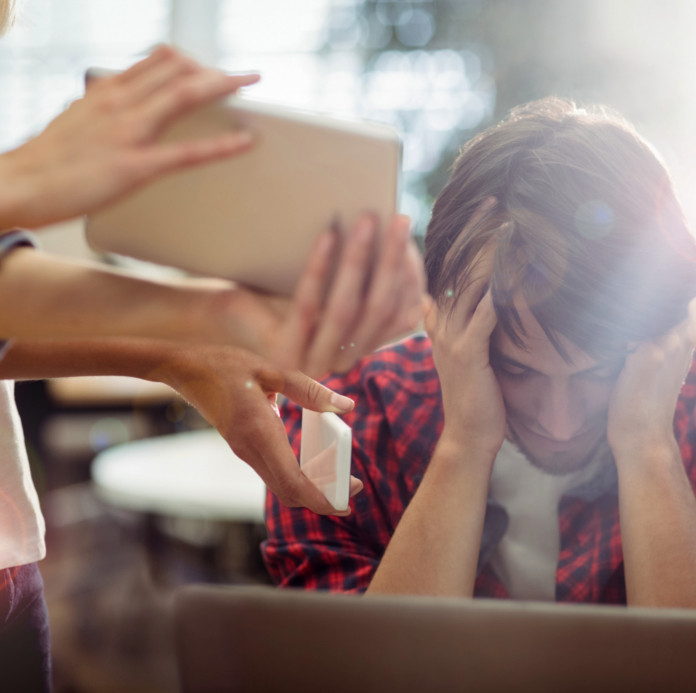 jovem-com-ansiedade-no-trabalho