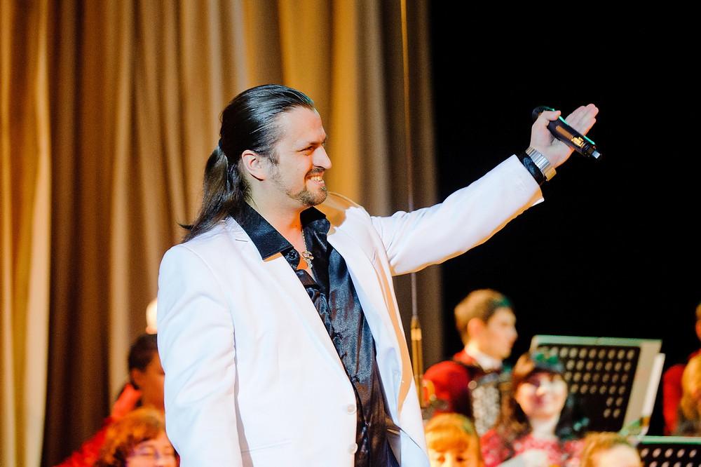 Певец Алексей Петров. Концерт