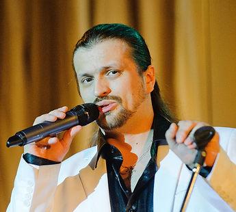 Певец Алексей Петров