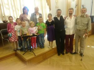 Алексей Петров выступил в Свердловской Филармонии на концерте в День защиты детей