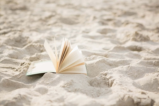 open-book-on-sand Kopie-2.jpg