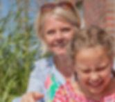 Lüneburg, Winsen, Westergellersen, Wiebke Fuglsang, dänischer Name, blond, shabby chic, Praxis zu Hause, zuhause, schöner Eingang, Psychotherapie, Traumatherapie, Familientherapie, Körpertherapie, Therapeutische Praxis, Erziehungsberatung, Beratung Pflege und Adoption, Kindertherapie, Supervision, Coaching, Praxis Freisein, Lüneburg, Fuglsang-Petersen, Vogel, logo, Holzpferd Garten
