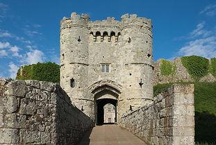 Carisbrooke_Castle_gatehouse.jpg