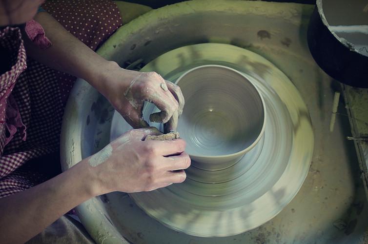 Výroba na hrnčířském kruhu