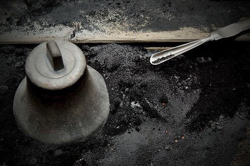 Výroba bronzových zvonků v Ateliéru Zvonaře a Hrnčířky