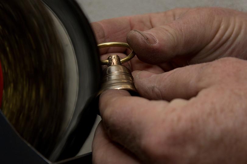 Výroba bronzového zvonku