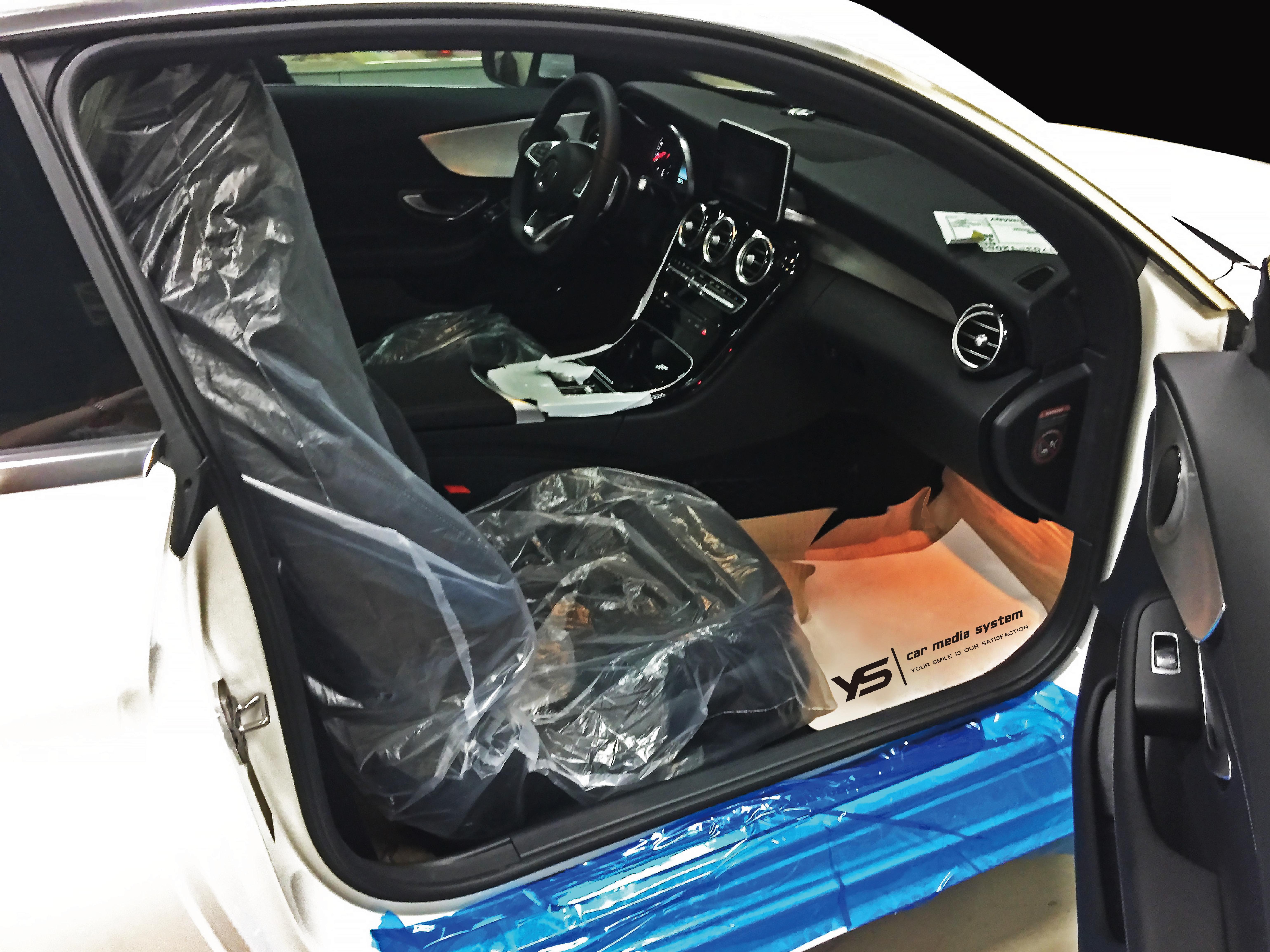 施工過程,細心保護愛車的每一處