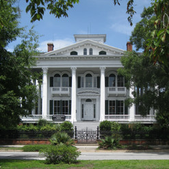 Bellamy_Mansion_Wilmington_NC_front_02.j
