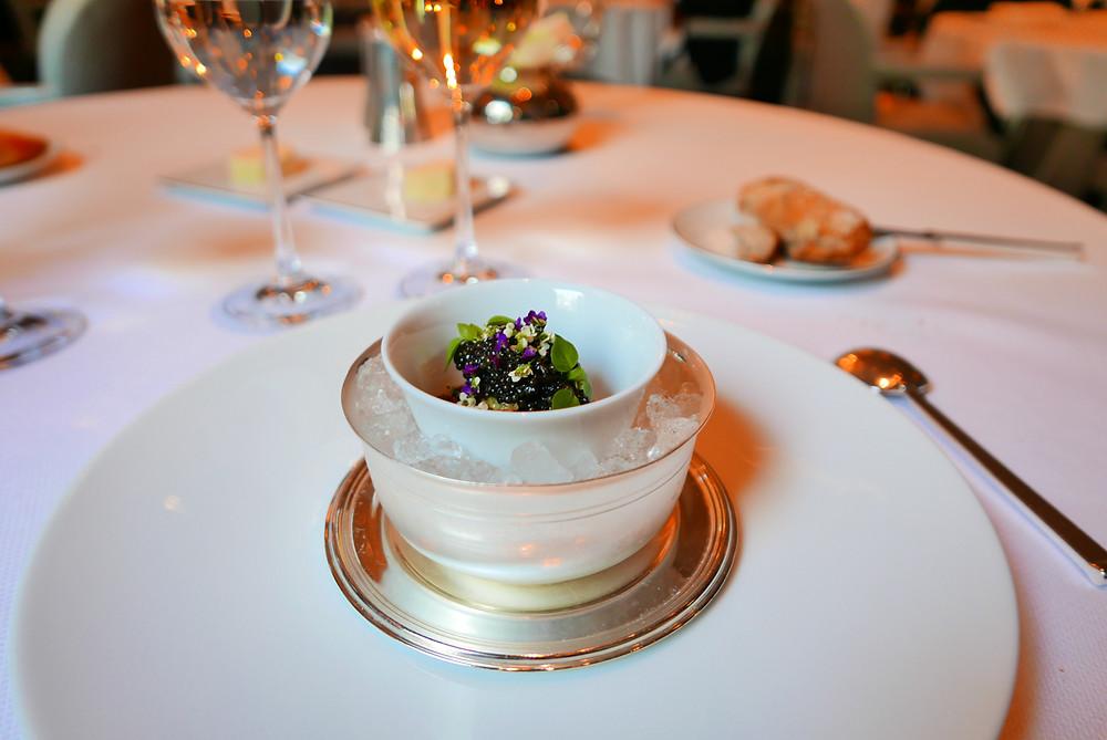 L'Aubergine - Préparée en Caviar, Huile au parfum de Curry, Oignons Frits, Caviar de France.