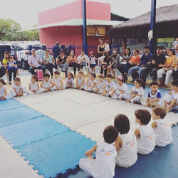 Bonito de ver o jogo infantil da nossa capoeira, obrigado mestre Elber!