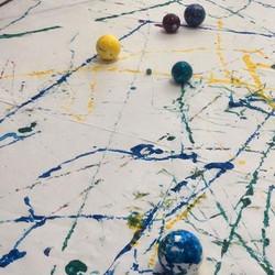 Arte com tinta e bolas