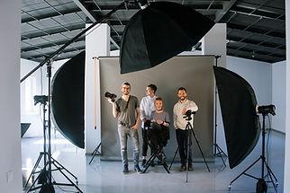 Équipe créative en studio