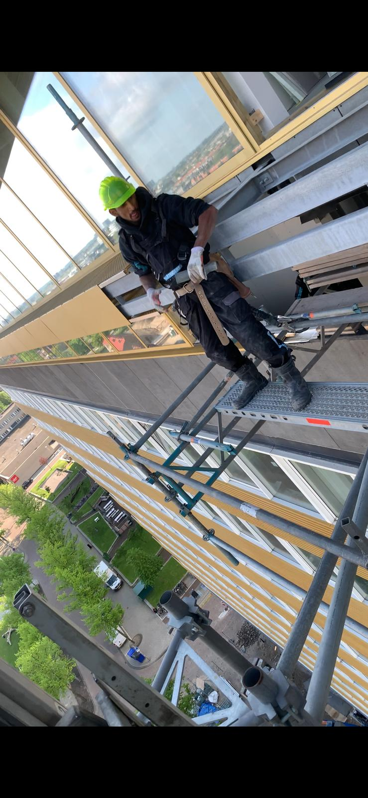 Uitsteeksteiger 38 meter hoog demont