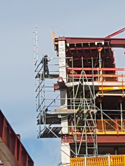 Montage slag uitbouw steiger