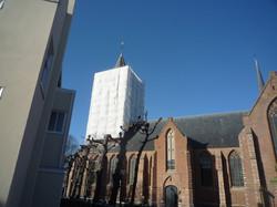 kerktoren in de netten geplaatst