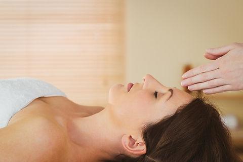 young-woman-having-reiki-treatment_13339