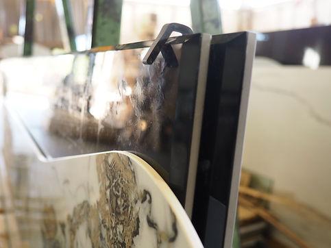 Ampio magazzino ceramiche/large ceramic stock