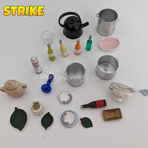 Strike (2018) Lot of Mungo House pieces (S234)