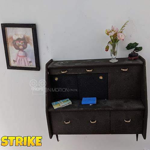 Strike (2018) Mungo House Cabinet + Photo (S321)
