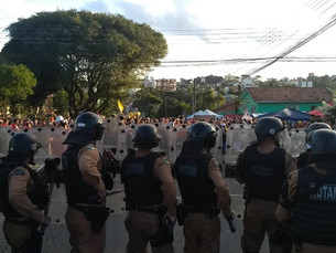 Policiamento no entorno da Polícia Federal, em Curitiba, é reforçado após prisão de Lula