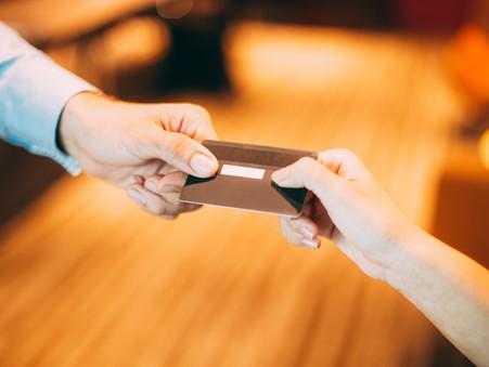 Cartão de loja é o tipo de crédito que mais leva à inadimplência.