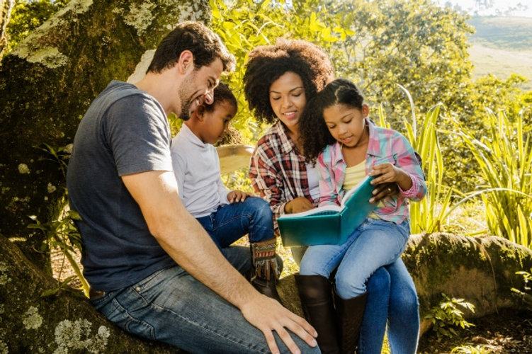 happy-family-reading-together-tree_23-21