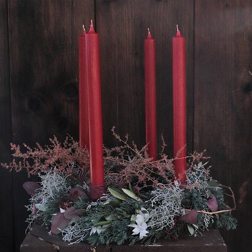 Adventkranz rote Stabkerzen mit Asparagus-Ast
