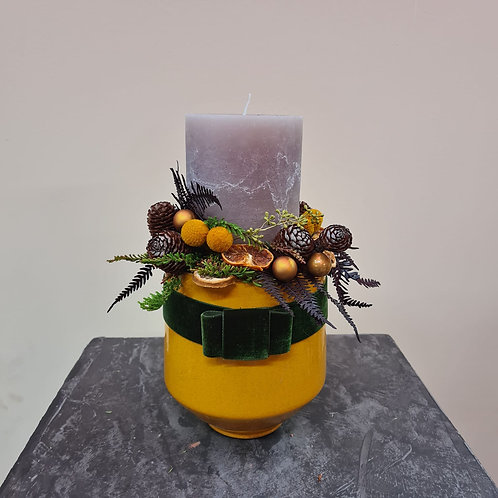 Adventgesteck Curry mit grauer Kerze
