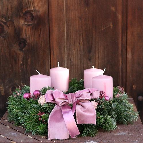 Adventkranz mit rosa Samtmasche