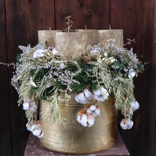 Adventkranz groß hängend mit goldenen  Stumpenkerzen