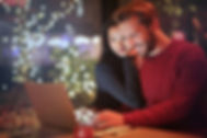 cute-couple-working-on-a-laptop_800.jpg