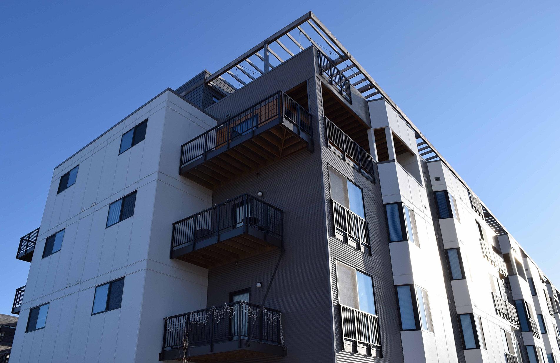 Condo - Apartment